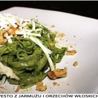 Pesto z jarmużu i orzechów włoskich.