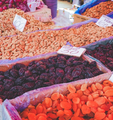 Niesamowity wybór orzechów i suszonych owoców